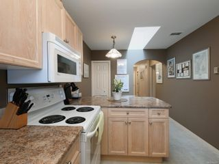 Photo 8: 9692 First St in Sidney: Si Sidney South-East Half Duplex for sale : MLS®# 864027