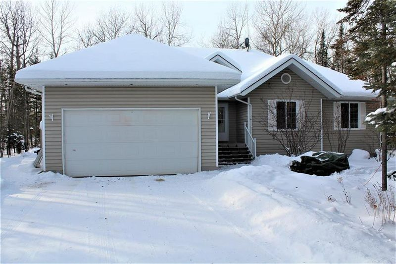 FEATURED LISTING: 22 St Andrews View Traverse Bay