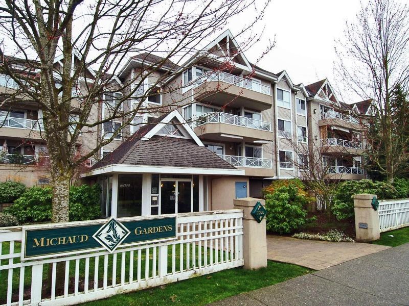 """Main Photo: 305 5556 201A Street in Langley: Langley City Condo for sale in """"MICHAUD GARDENS"""" : MLS®# F2705422"""