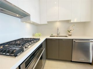 """Photo 4: 2805 3080 LINCOLN Avenue in Coquitlam: North Coquitlam Condo for sale in """"1123 Westwood"""" : MLS®# R2521165"""