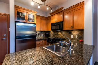Photo 2: 105 10 RENAISSANCE SQUARE in New Westminster: Quay Condo for sale : MLS®# R2188809