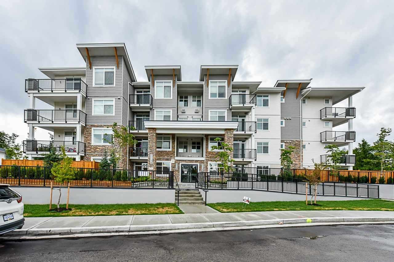 """Main Photo: 401 19940 BRYDON Crescent in Langley: Langley City Condo for sale in """"BRYDON GREEN"""" : MLS®# R2505294"""