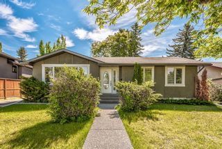 Photo 1: 6416 Larkspur Way SW in Calgary: North Glenmore Park Detached for sale : MLS®# A1127442