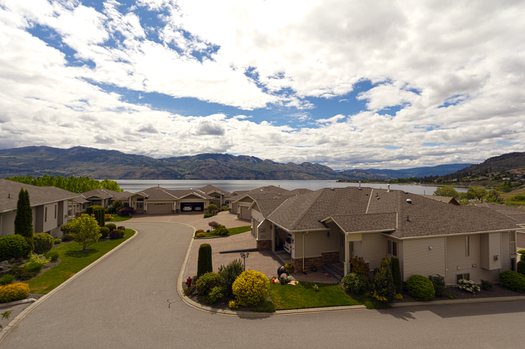 Main Photo: 103 2100 Boucherie Road in West Kelowna: Lakeview Heights House for sale : MLS®# 10105400