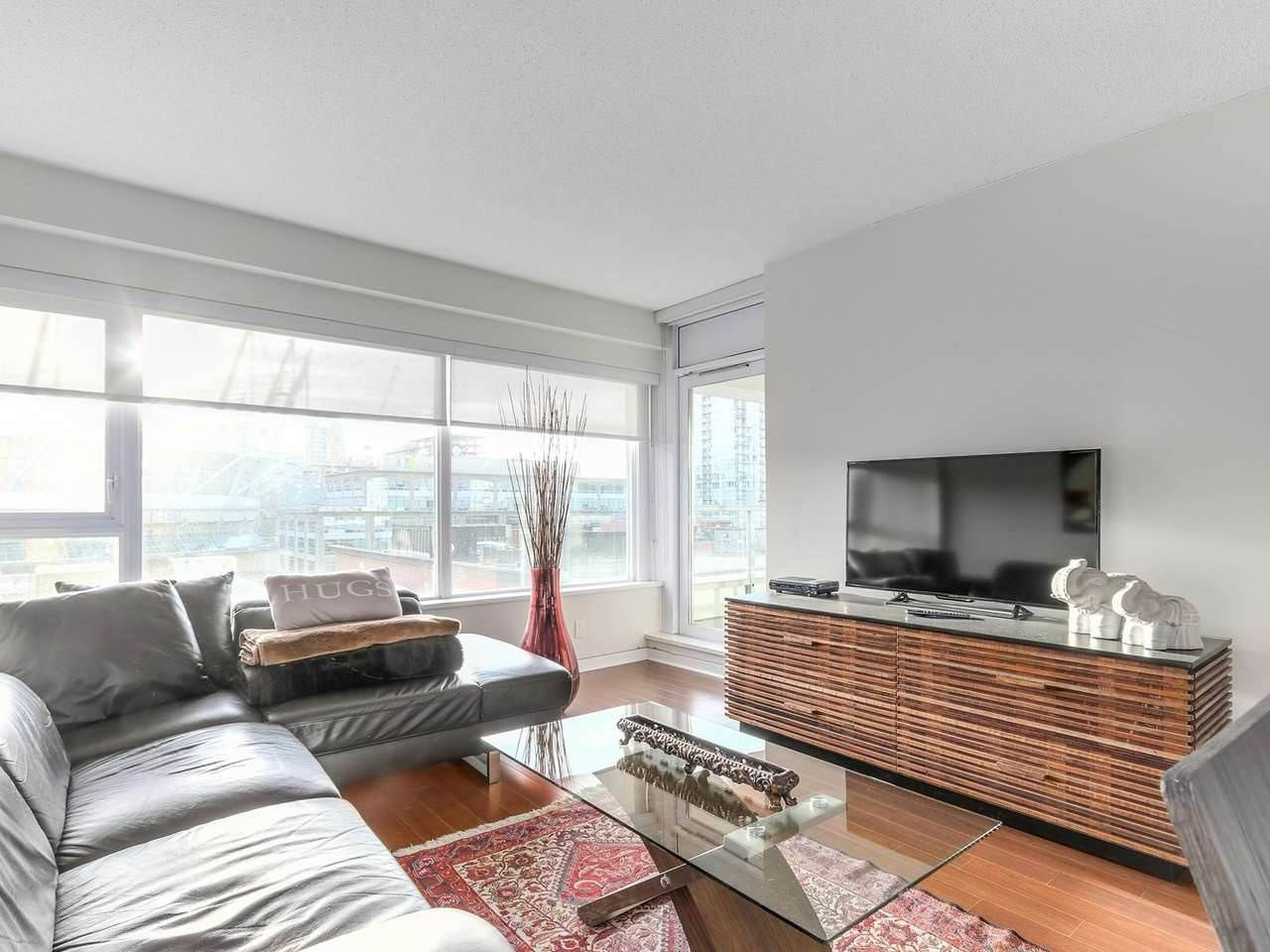 """Main Photo: 605 821 CAMBIE Street in Vancouver: Downtown VW Condo for sale in """"Raffles on Robson"""" (Vancouver West)  : MLS®# R2450056"""