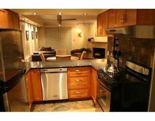 "Photo 3: 6 1266 W 6TH Avenue in Vancouver: Fairview VW Townhouse for sale in ""CAMDEN COURT"" (Vancouver West)  : MLS®# V688576"