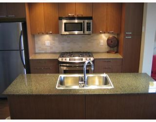 """Photo 7: 2268 ST GEORGE Street in Vancouver: Mount Pleasant VE Townhouse for sale in """"THE VANTAGE"""" (Vancouver East)  : MLS®# V691116"""