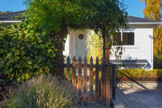 Photo 2: 1314 Balmoral Rd in : Vi Fernwood House for sale (Victoria)  : MLS®# 857803