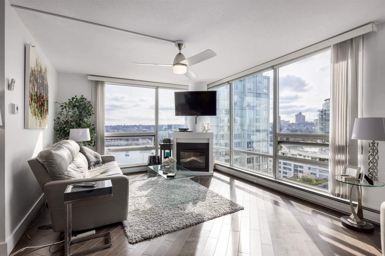Main Photo: 1906 1201 MARINASIDE CRESCENT in Vancouver: Yaletown Condo for sale (Vancouver West)  : MLS®# R2582285