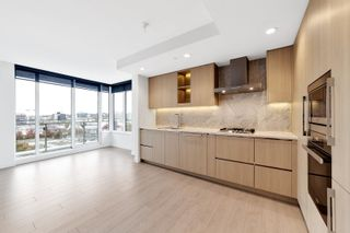 """Photo 5: 1214 1768 COOK Street in Vancouver: False Creek Condo for sale in """"Venue One"""" (Vancouver West)  : MLS®# R2625843"""