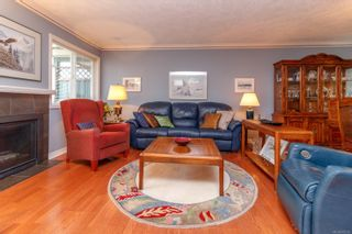 Photo 3: 9 106 Aldersmith Pl in View Royal: VR Glentana Row/Townhouse for sale : MLS®# 872352