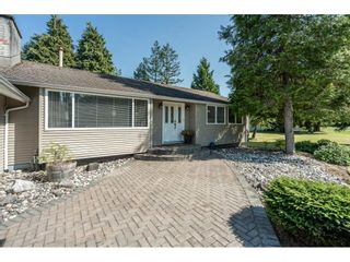 """Photo 3: 82 CLOVERMEADOW Crescent in Langley: Salmon River House for sale in """"Salmon River"""" : MLS®# R2485764"""