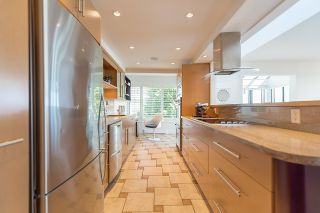 """Photo 6: 45 2238 FOLKESTONE Way in West Vancouver: Panorama Village Condo for sale in """"Panorama Village"""" : MLS®# R2101281"""