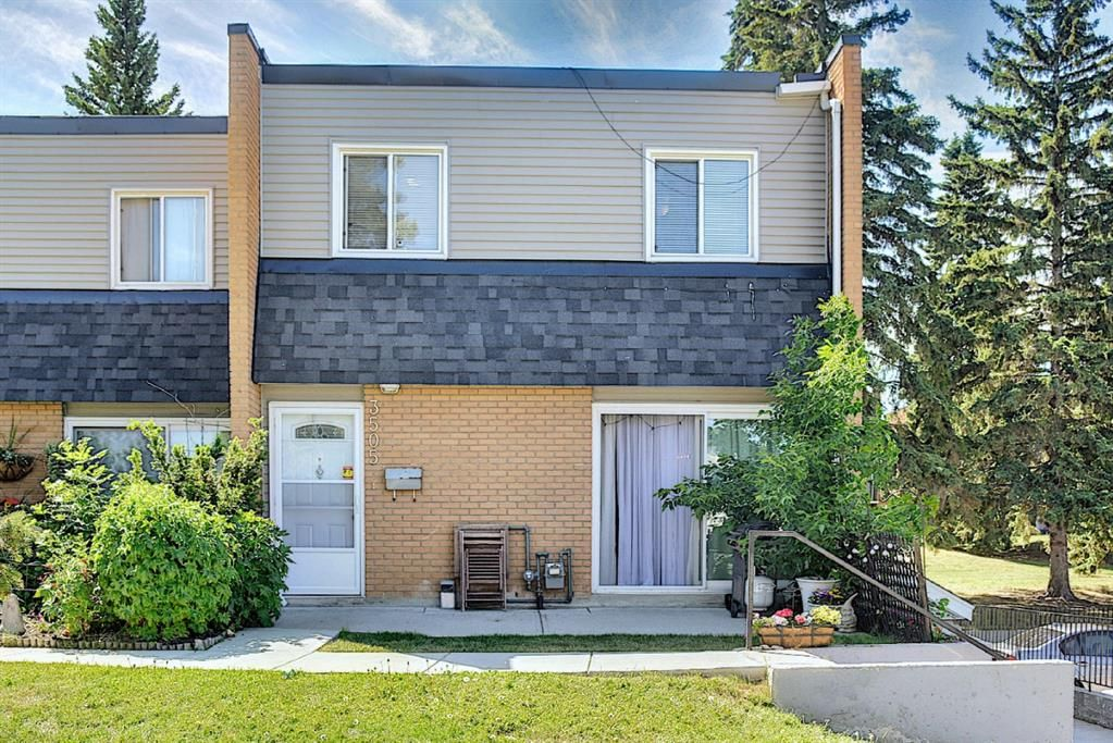 Main Photo: 3505 43 Street SW in Calgary: Glenbrook Row/Townhouse for sale : MLS®# A1122477