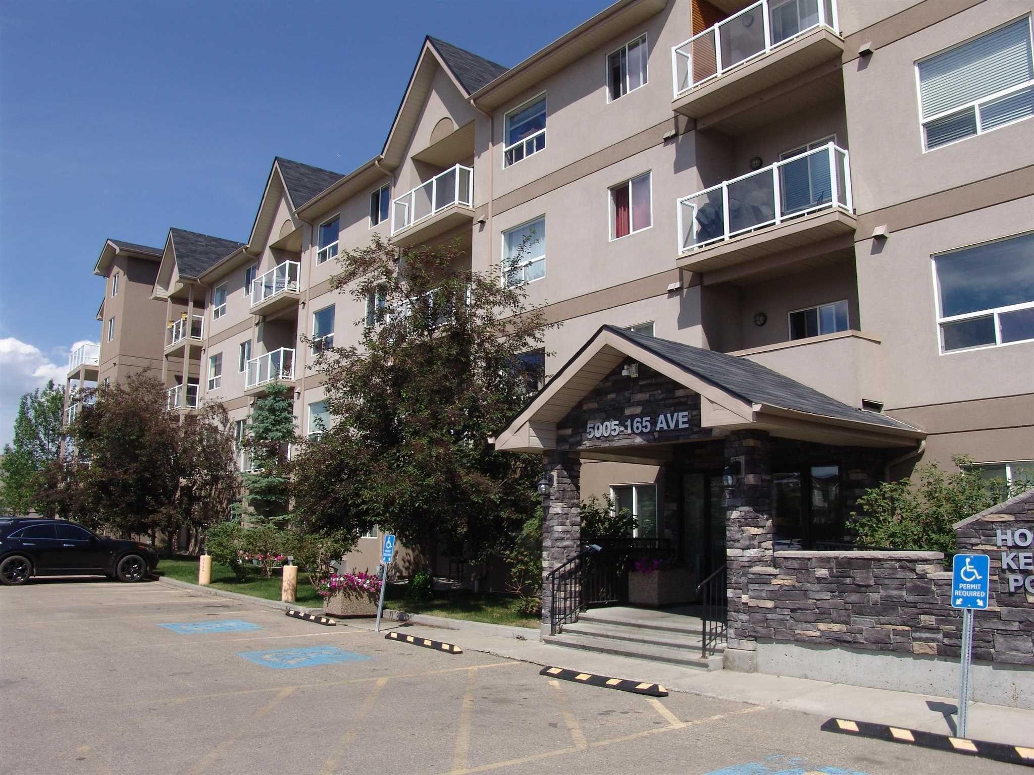 Main Photo: 319 5005 165 Avenue in Edmonton: Zone 03 Condo for sale : MLS®# E4251245