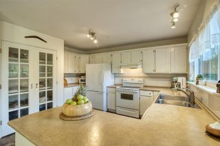 """Photo 2: 8092 DOGWOOD Drive in Halfmoon Bay: Halfmn Bay Secret Cv Redroofs House for sale in """"Welcome Woods"""" (Sunshine Coast)  : MLS®# R2487226"""