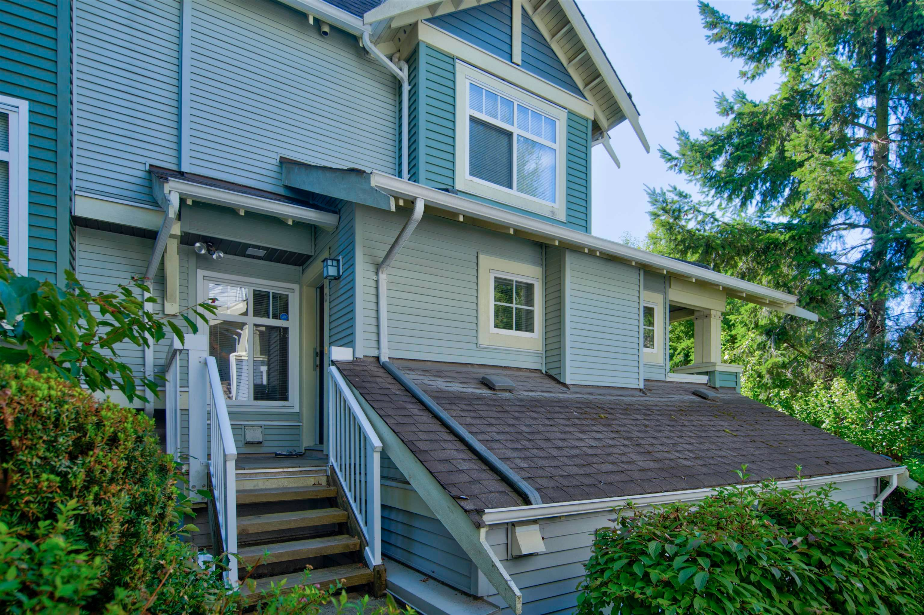 Main Photo: 10 7488 SOUTHWYNDE Avenue in Burnaby: South Slope Townhouse for sale (Burnaby South)  : MLS®# R2617010