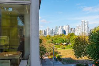 """Photo 3: 410 181 W 1ST Avenue in Vancouver: False Creek Condo for sale in """"The Brook"""" (Vancouver West)  : MLS®# R2614809"""