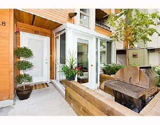 """Photo 1: 29 638 W 6TH Avenue in Vancouver: Fairview VW Townhouse for sale in """"STELLA DEL FIORDO"""" (Vancouver West)  : MLS®# V663726"""
