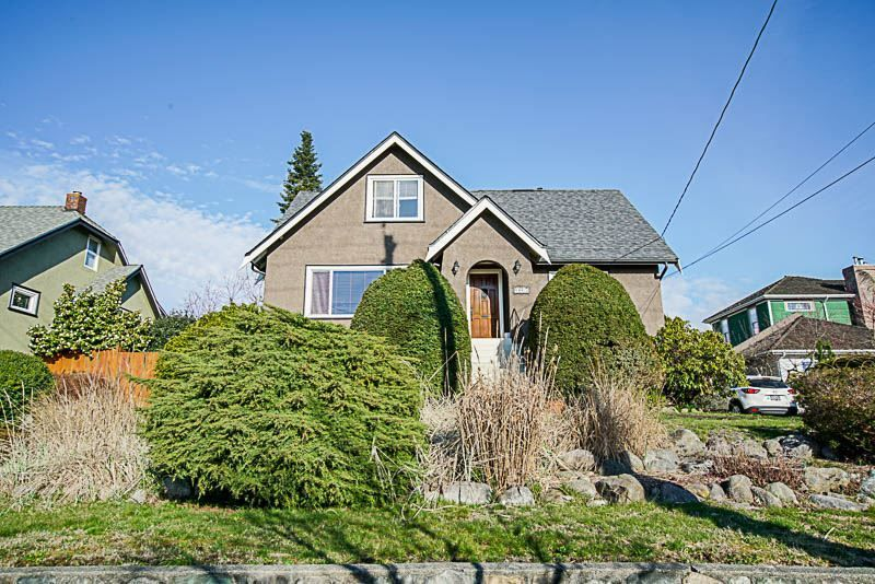 Main Photo: 1609 EIGHTH AVENUE in New Westminster: West End NW House for sale : MLS®# R2310892