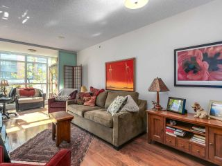 """Photo 4: 375 2080 W BROADWAY in Vancouver: Kitsilano Condo for sale in """"PINNACLE LIVING ON BROADWAY"""" (Vancouver West)  : MLS®# R2211453"""