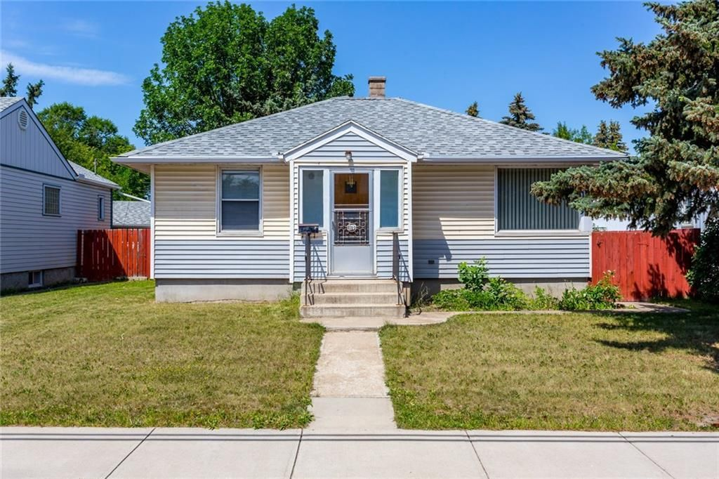 Main Photo: 1022 8 Avenue NE in Calgary: Renfrew Detached for sale : MLS®# A1096535
