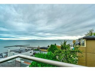 """Photo 4: 1105 JOHNSTON Road: White Rock House for sale in """"Hillside"""" (South Surrey White Rock)  : MLS®# R2577715"""