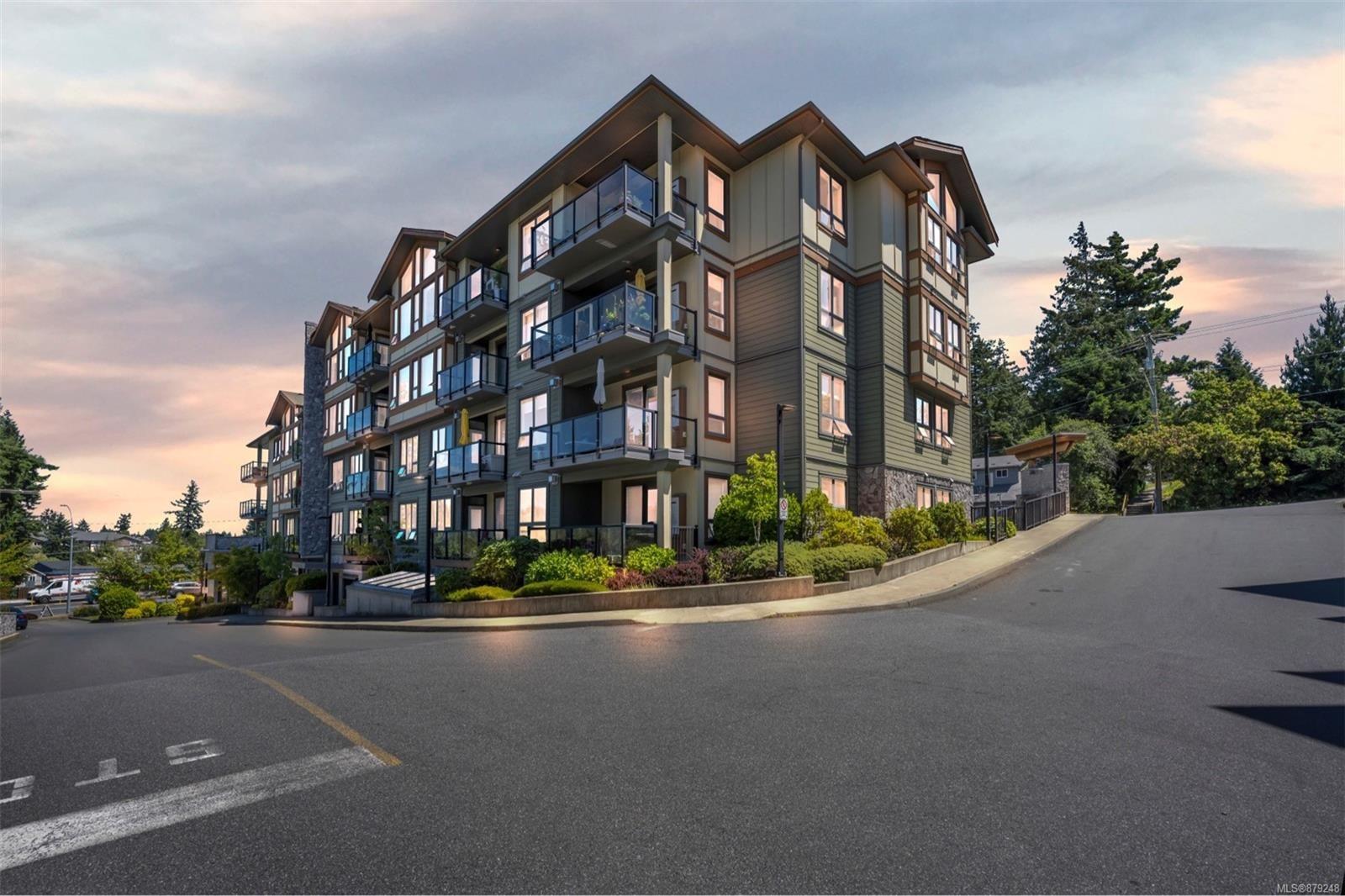 Main Photo: 205 3210 Jacklin Rd in : La Glen Lake Condo for sale (Langford)  : MLS®# 879248