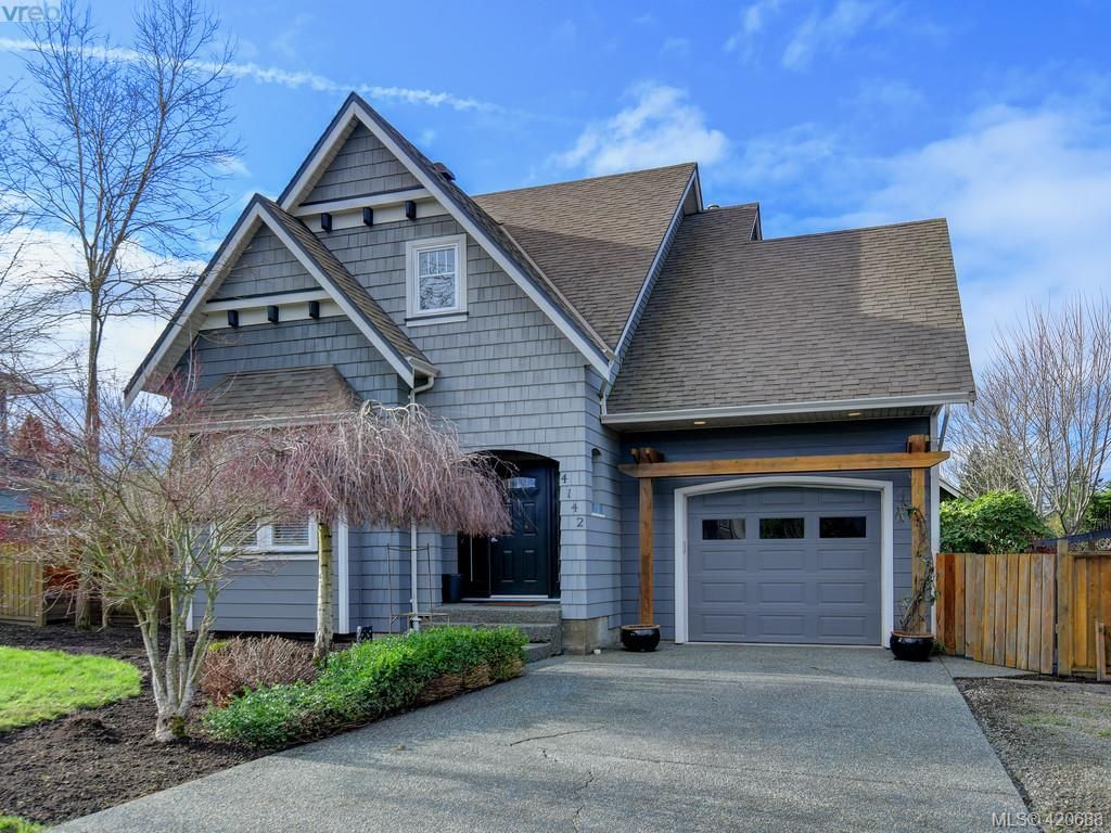 Main Photo: 4142 Auldfarm Lane in VICTORIA: SW Strawberry Vale House for sale (Saanich West)  : MLS®# 832601