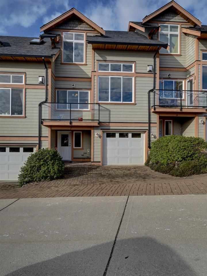 Main Photo: 7 728 GIBSONS WAY in Gibsons: Gibsons & Area Townhouse for sale (Sunshine Coast)  : MLS®# R2537940