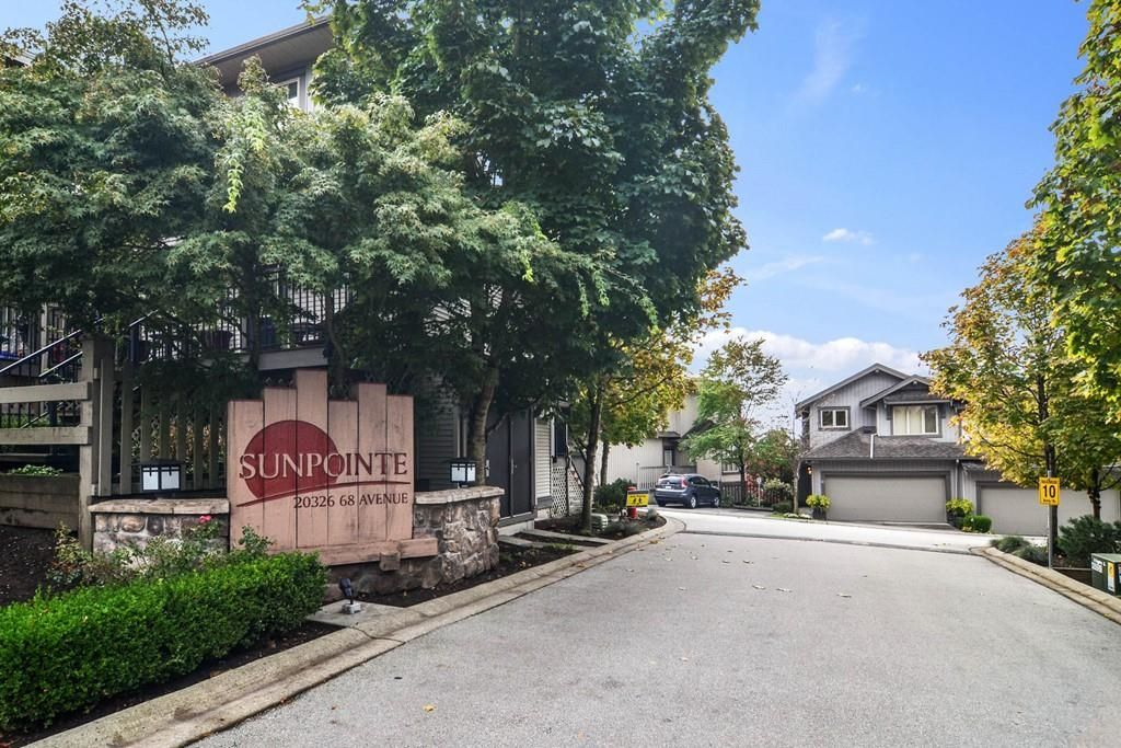 """Main Photo: 31 20326 68 Avenue in Langley: Willoughby Heights Townhouse for sale in """"SUNPOINTE"""" : MLS®# R2624755"""