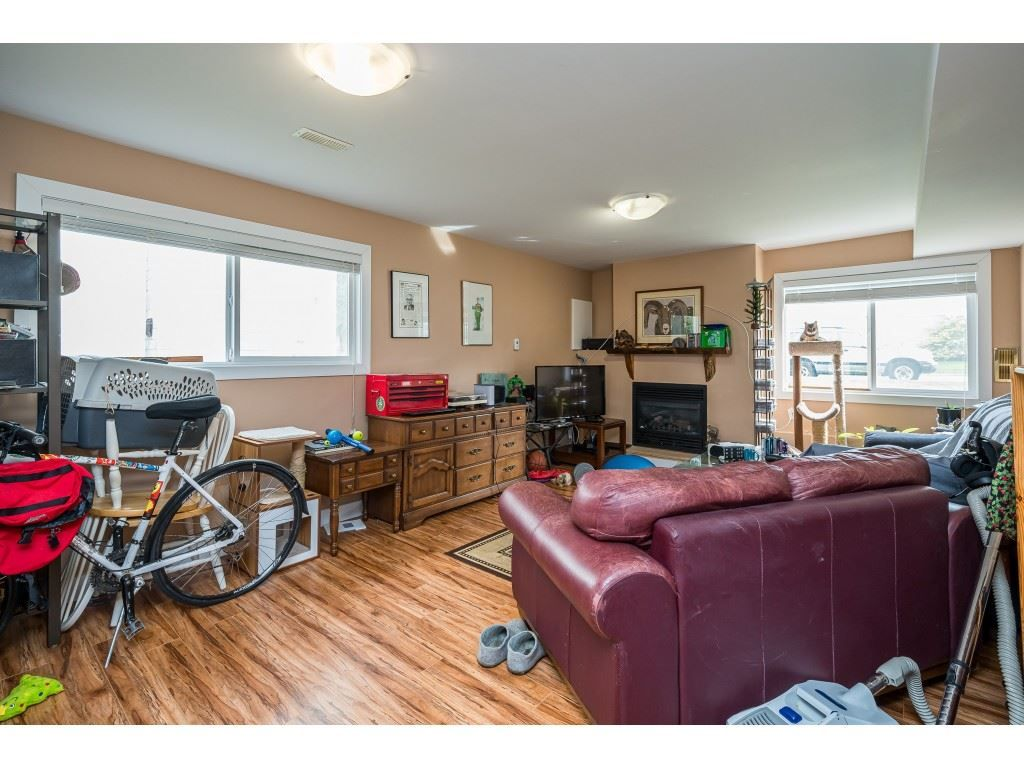 Photo 18: Photos: 20305 50 AVENUE in Langley: Langley City House for sale : MLS®# R2561802