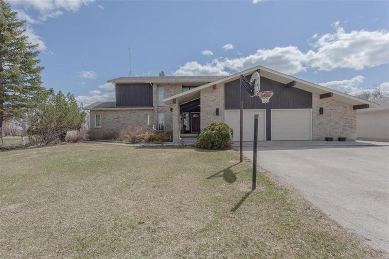 FEATURED LISTING: 1572 Twin Creek Road St Adolphe