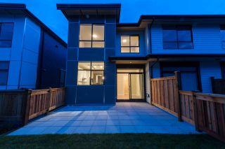 Photo 1: 38367 EAGLEWIND BOULEVARD in Squamish: Downtown SQ Townhouse for sale : MLS®# R2093553
