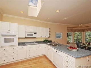 Photo 7: 18 4300 Stoneywood Lane in VICTORIA: SE Broadmead Row/Townhouse for sale (Saanich East)  : MLS®# 610675