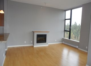 """Photo 6: 2003 11 E ROYAL Avenue in New Westminster: Fraserview NW Condo for sale in """"VICTORIA HILL HIGHRISE RESIDENCES"""" : MLS®# R2045382"""