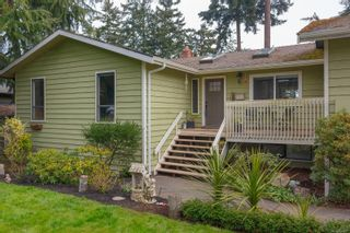 Photo 1: 6321 Clear View Rd in : CS Martindale House for sale (Central Saanich)  : MLS®# 870627
