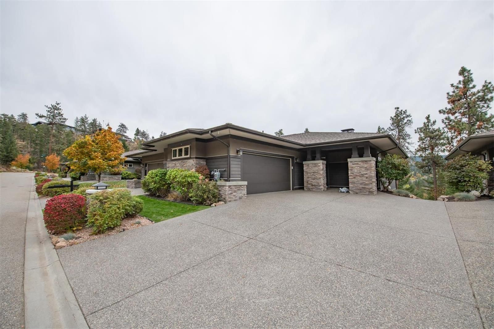 Main Photo: 624 Birdie Lake Court, in Vernon: House for sale : MLS®# 10241602
