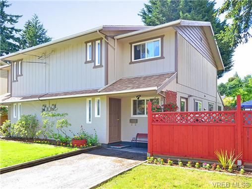 Main Photo: 561B Acland Ave in VICTORIA: Co Wishart North Half Duplex for sale (Colwood)  : MLS®# 642319