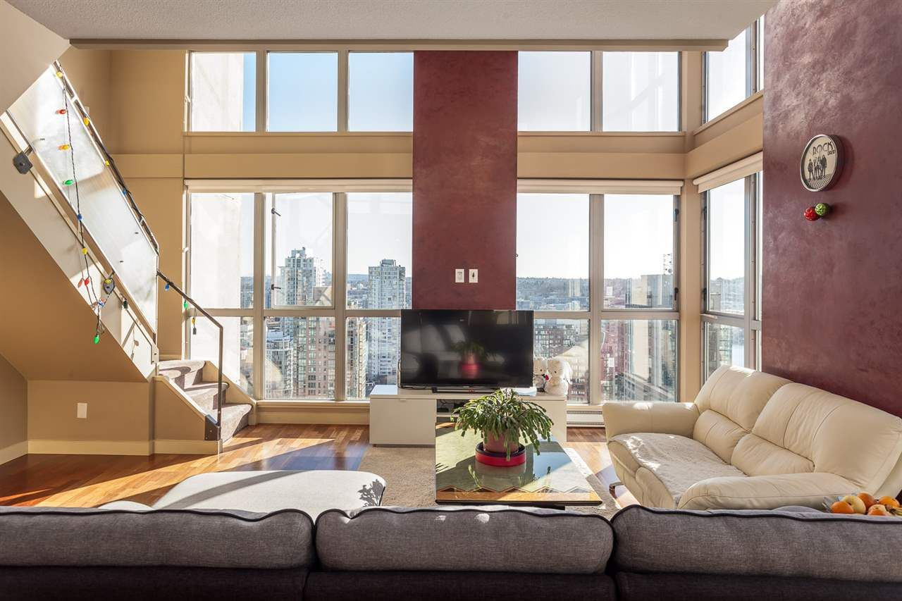 """Main Photo: 2401 1238 RICHARDS Street in Vancouver: Yaletown Condo for sale in """"METROPOLIS"""" (Vancouver West)  : MLS®# R2249261"""