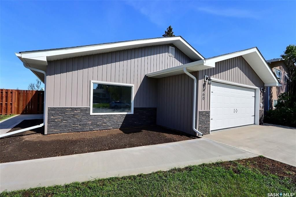 Main Photo: 1360 LaCroix Crescent in Prince Albert: Carlton Park Residential for sale : MLS®# SK868529