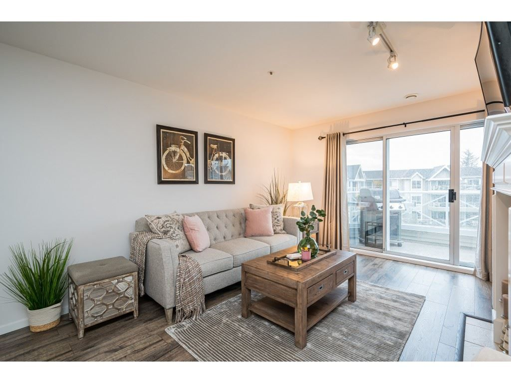 """Photo 5: Photos: 312 5568 201A Street in Langley: Langley City Condo for sale in """"Michaud Gardens"""" : MLS®# R2563265"""