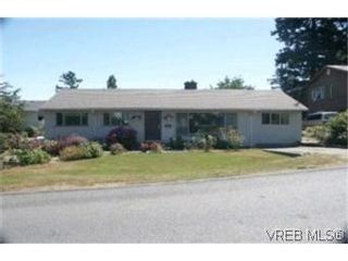 Photo 1: 551 Agnes St in VICTORIA: SW Glanford House for sale (Saanich West)  : MLS®# 404945