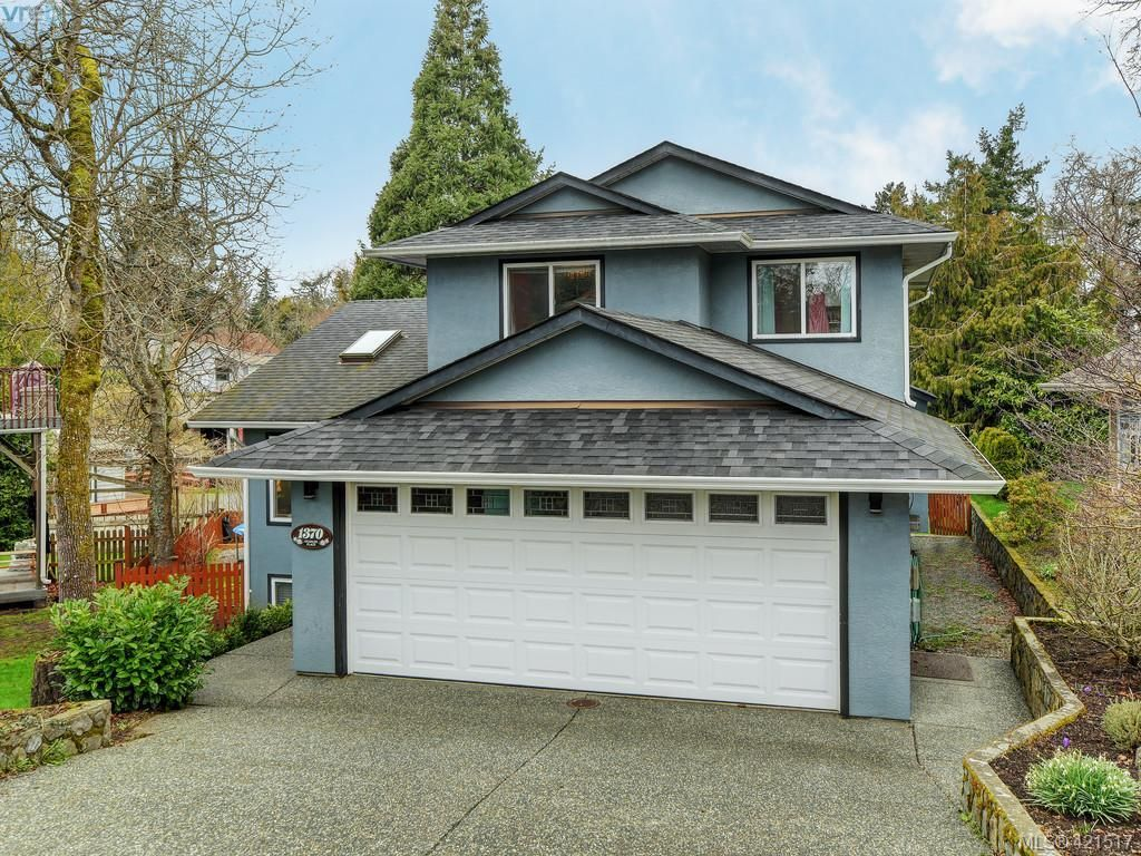 Main Photo: 1370 Charles Pl in VICTORIA: SE Cedar Hill House for sale (Saanich East)  : MLS®# 834275