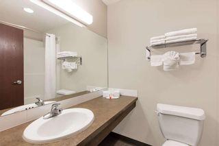 Photo 5: 42 AV: Innisfail Hotel/Motel for sale : MLS®# C4188590