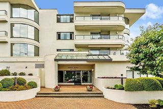 """Photo 1: 102 1280 FOSTER Street: White Rock Condo for sale in """"Regal Place"""" (South Surrey White Rock)  : MLS®# R2592424"""