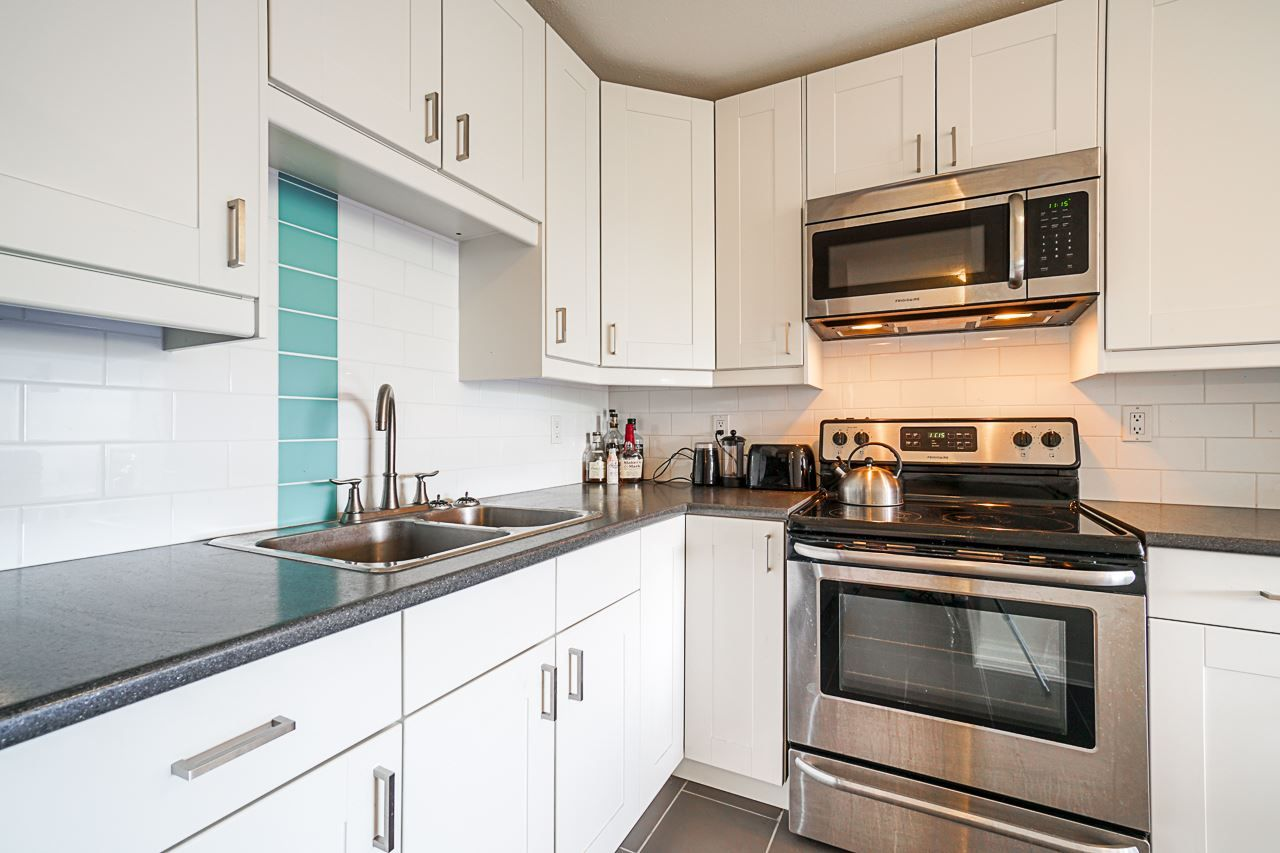 """Main Photo: 203 808 E 8TH Avenue in Vancouver: Mount Pleasant VE Condo for sale in """"Prince Albert Court"""" (Vancouver East)  : MLS®# R2401059"""