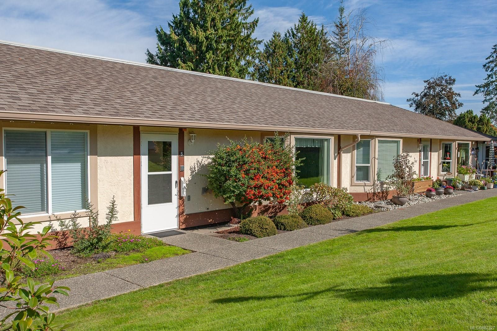 Main Photo: 5 100 Abbey Lane in Parksville: PQ Parksville Row/Townhouse for sale (Parksville/Qualicum)  : MLS®# 887327