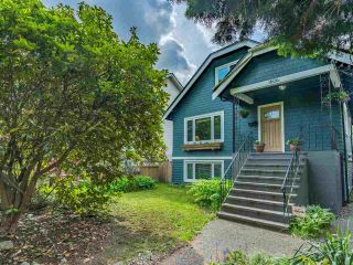 Photo 1: 1606 E 10TH Avenue in Vancouver: Grandview Woodland House for sale (Vancouver East)  : MLS®# R2579032
