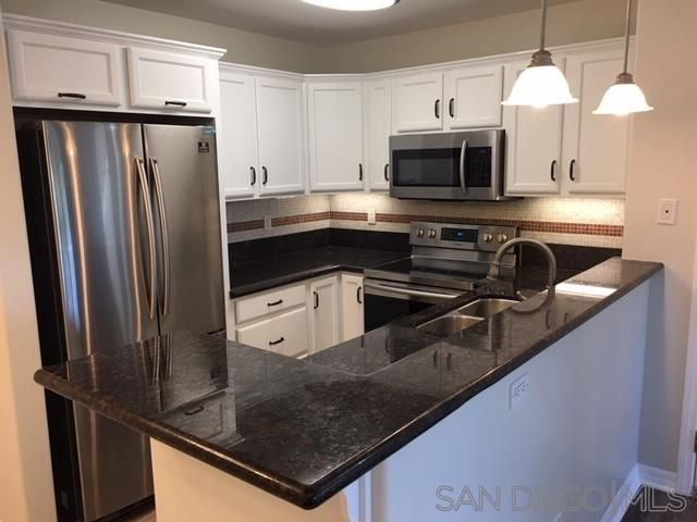 Main Photo: CLAIREMONT Condo for sale : 1 bedrooms : 5252 Balboa Arms #289 in San Diego